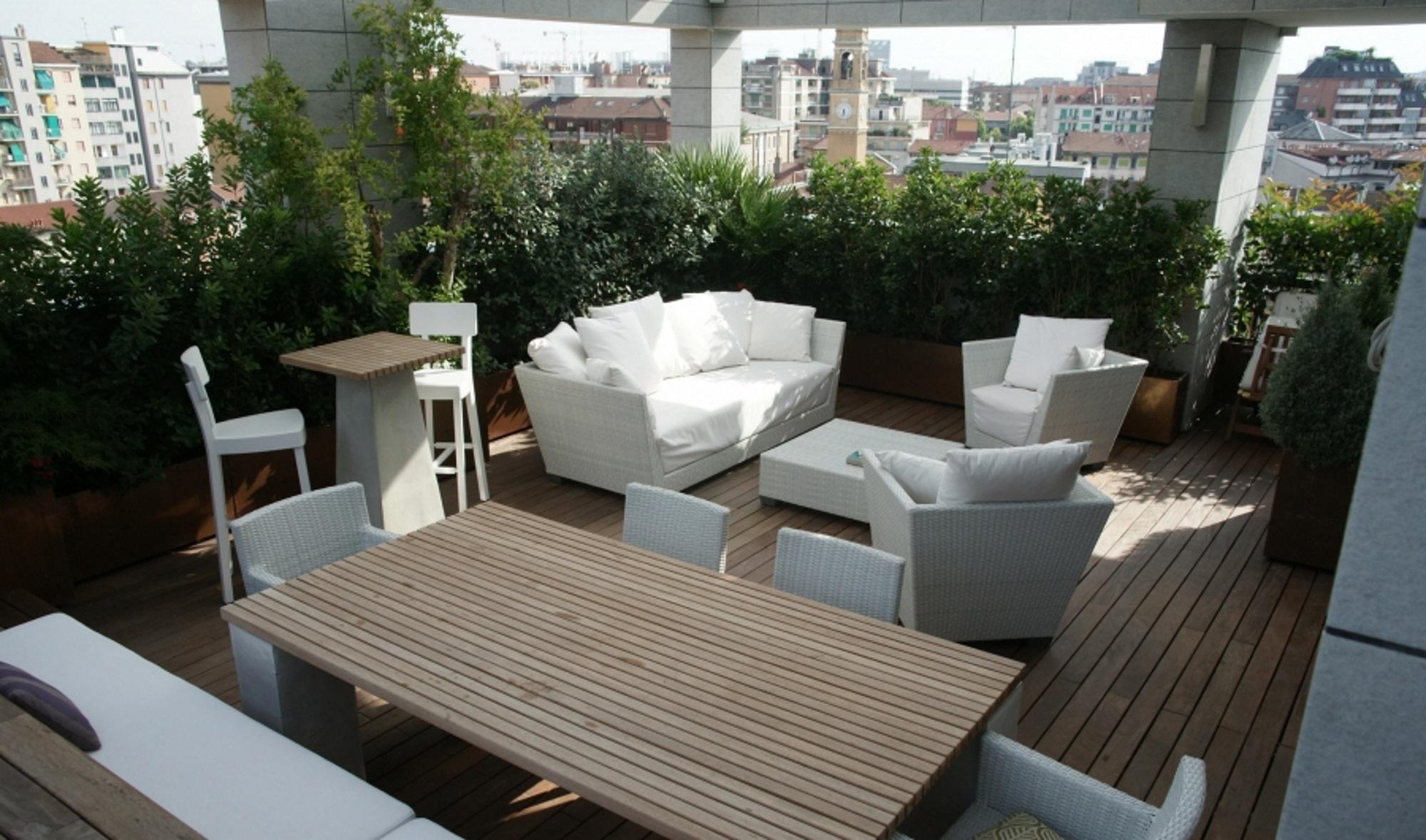 Padova zona voltabarozzo vendesi attico nuova for Arredi per terrazzo